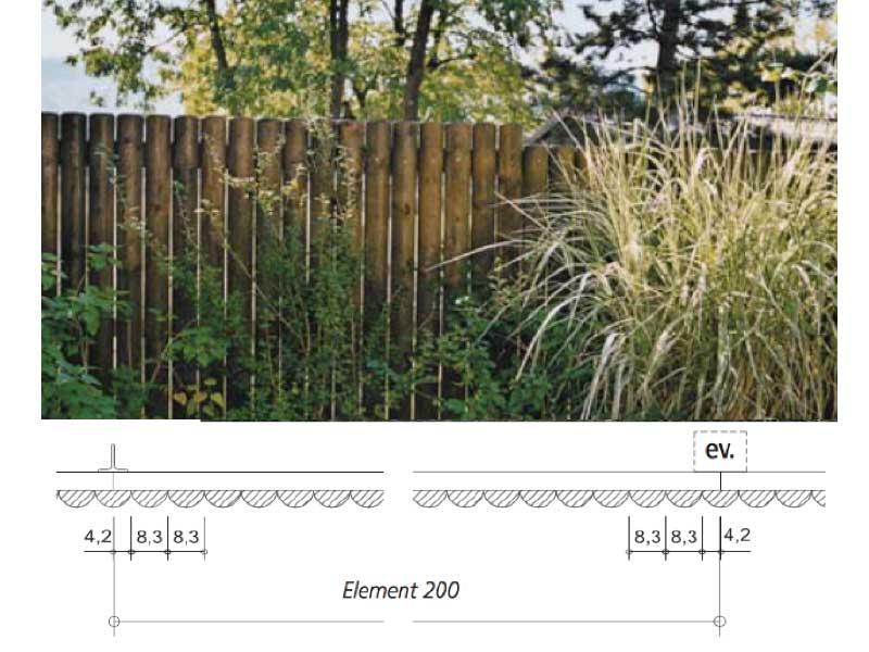 Sichtschutzwand-aus-Halbrundhoelzern